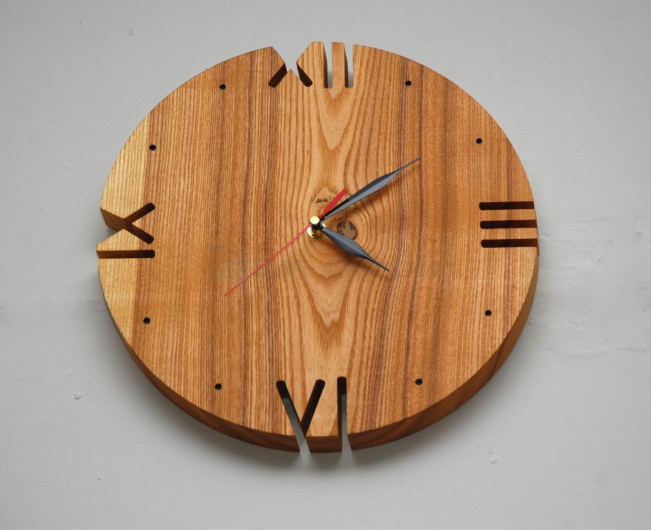 Часы в Римском стиле