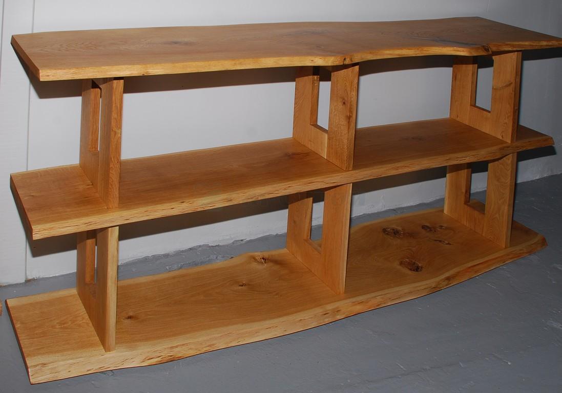Консоль из массива древесины