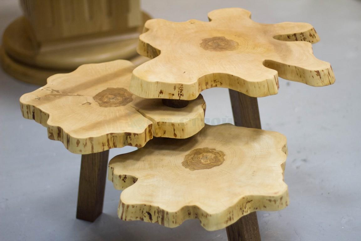 Столик из поперечных спилов массива