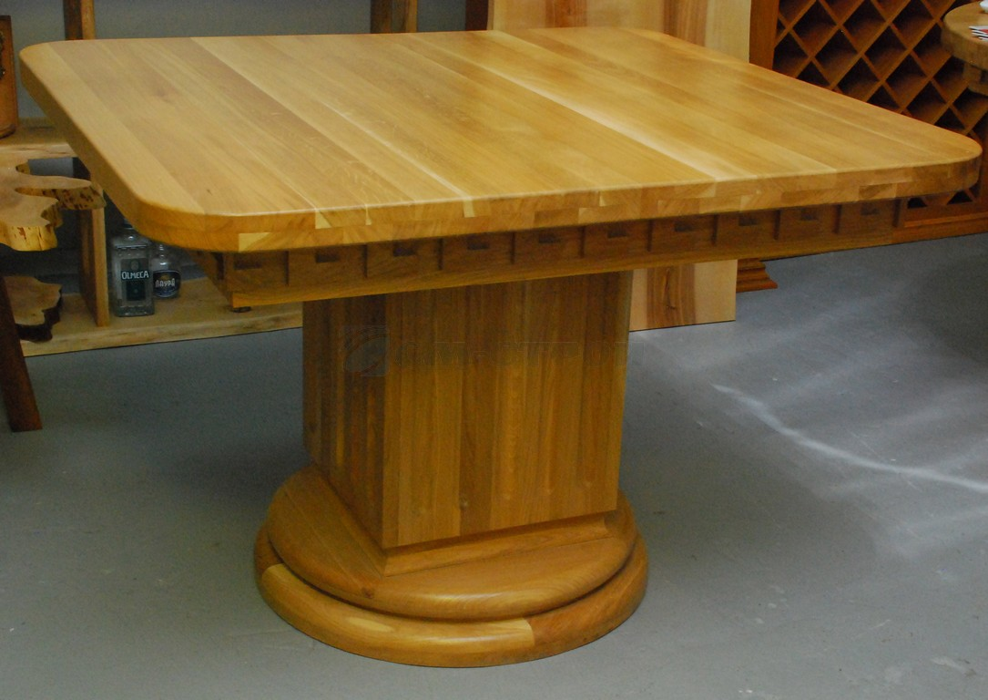 Обеденный стол из массива дуба