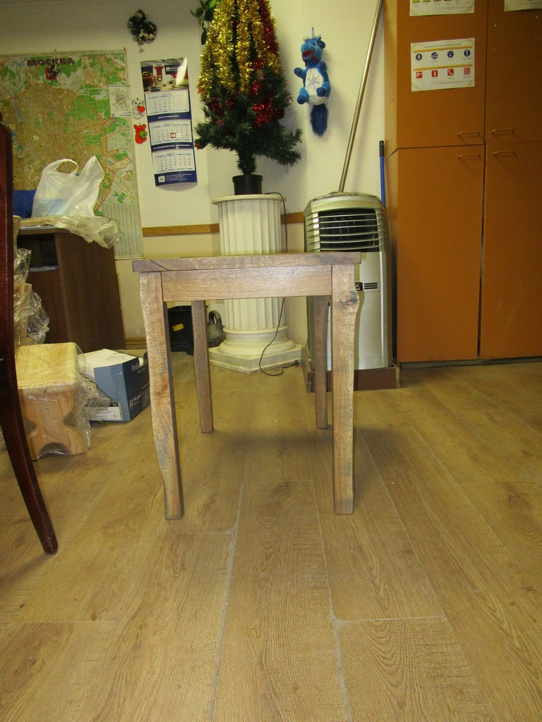 Стол в стиле Ретро